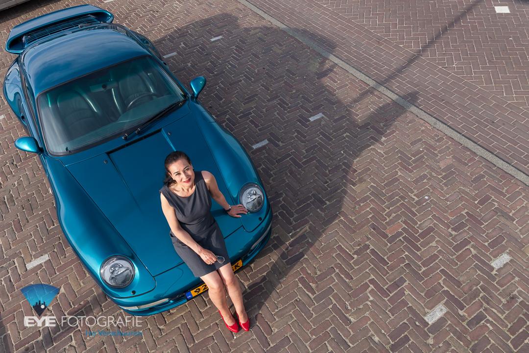 portret met auto