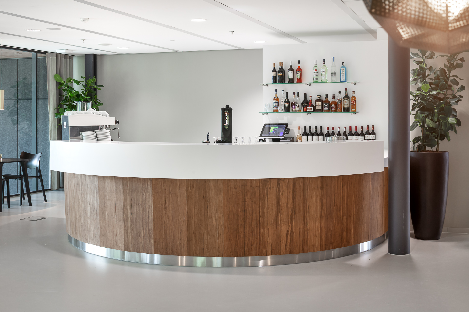 Interieurfotografie barmeubel Student Bar TU Eindhoven
