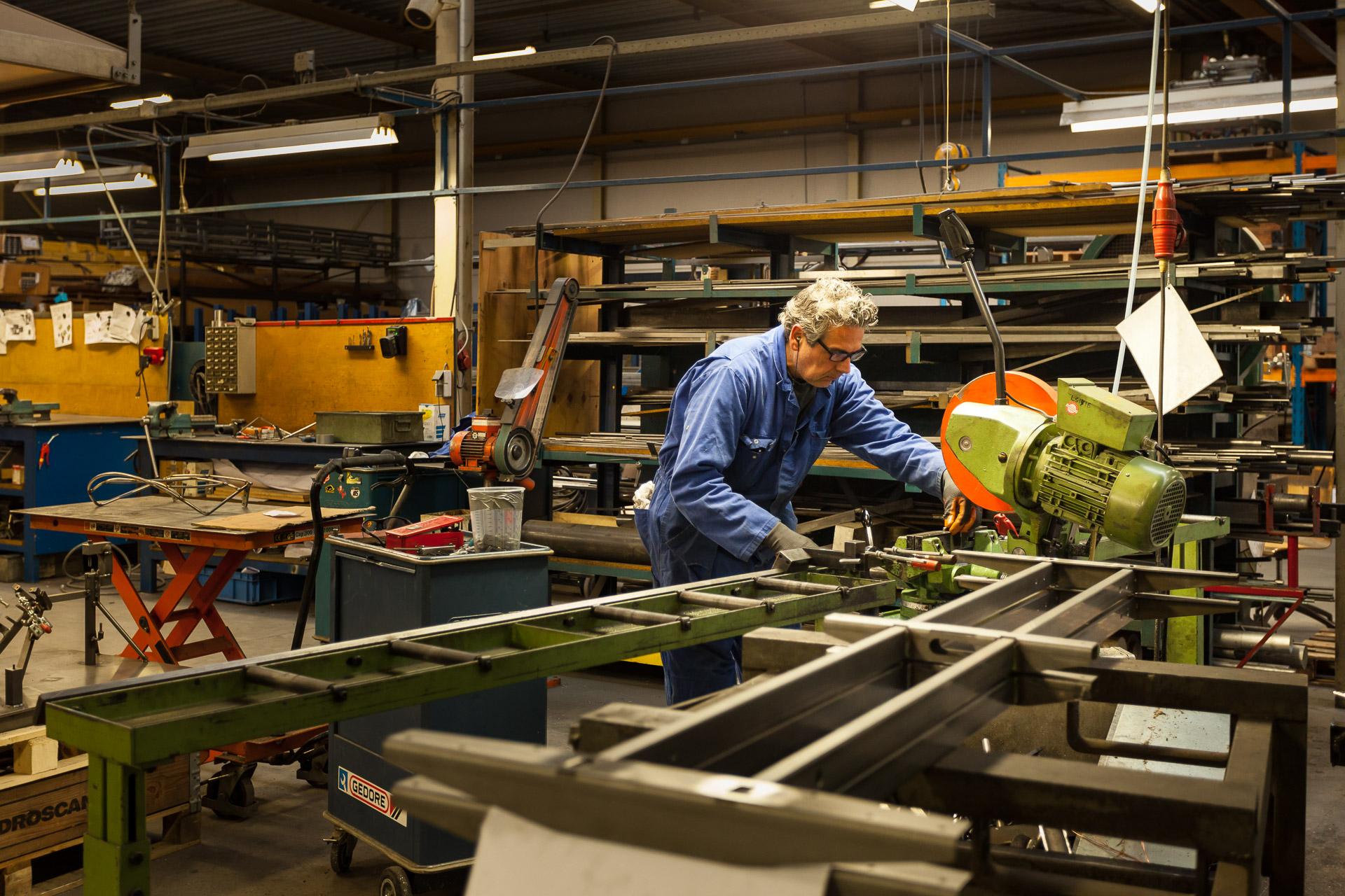 Lande Artifort Bedrijfsreportage metaalbewerker